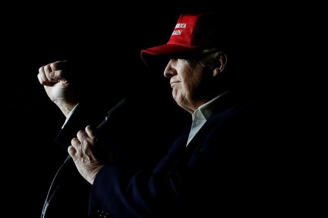 Ông Trump phát biểu tại sự kiện vận động tranh cử ở Pennsylvania ngày 6/11/2016 - Ảnh: Reuters.