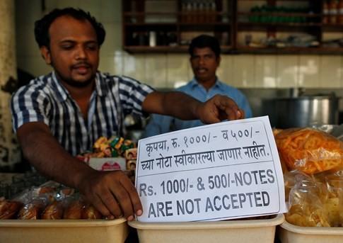 Ấn Độ đóng cửa ngân hàng toàn quốc chờ in tiền mới - ảnh 1