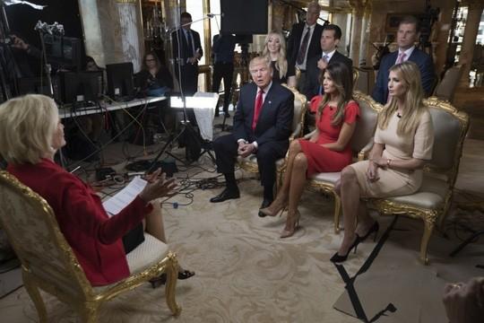 Gia đình ông Trump trong buổi phỏng vấn 60 Phút. Ảnh: Washington Post