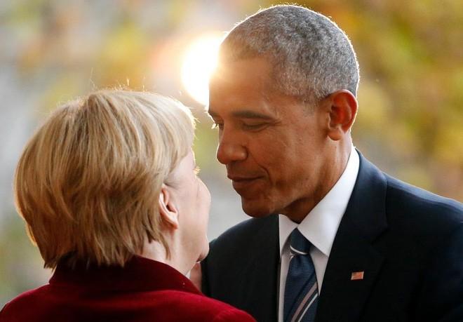 Bà Merkel chào đón ông Obama đặt chân tới phủ Thủ tướng Đức ở Berlin, ngày 17/11/2016 - Ảnh: Reuters.