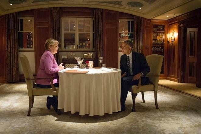 Ông Obama và bà Merkel dùng bữa tối riêng tại khách sạn nổi tiếng Adlon ở Berlin, Đức, ngày 17/11/2016 - Ảnh: Reuters.