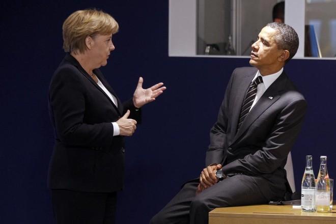 Ông Obama và bà Merkel trò chuyện trước một cuộc họp tại hội nghị thượng đỉnh nhóm 20 nền kinh tế phát triển và mới nổi lớn nhất thế giới (G-20) ở Cannes, Pháp, ngày 4/11/2011 - Ảnh: Reuters.