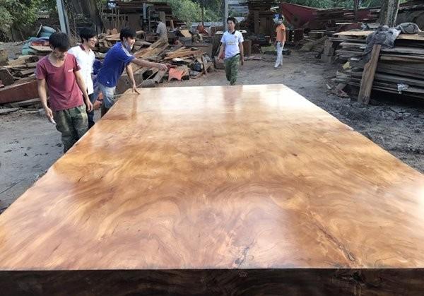 Cặp phản gỗ 'hoàng gia' lớn nhất Việt Nam giá 5,5 tỷ