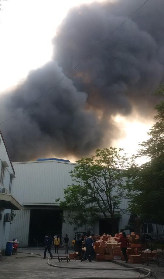 Hà Nội: Đang cháy lớn ở KCN Ngọc Hồi - Ảnh 6.