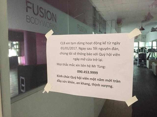 Thông báo được dán trước cửa cơ sở Hoàng Hoa Thám