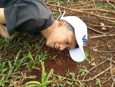 [VIDEO] Hấp dẫn cảnh trẻ em câu dế cơm bằng kiến bò nhọt kiếm thu nhập - ảnh 3