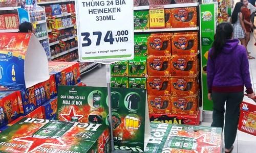Siêu thị treo biển hạn chế mua bia Tết