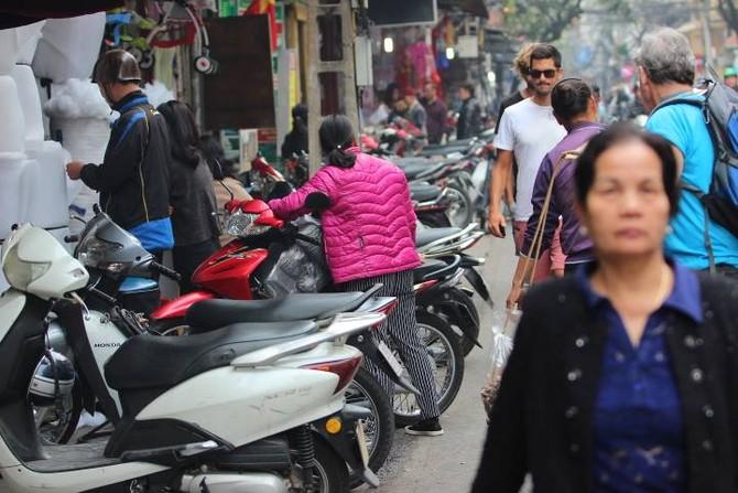 quận 1, vỉa hè, lấn chiếm vỉa hè, quận Hoàn Kiếm, giành lại vỉa hè, phó chủ tịch quận 1, Hà Nội