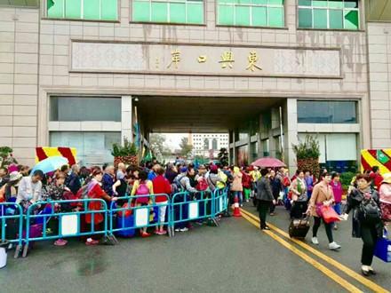 Du khách Trung Quốc kẹt cứng cửa khẩu Móng Cái và vịnh Hạ Long ảnh 4