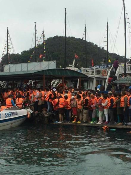 Du khách Trung Quốc kẹt cứng cửa khẩu Móng Cái và vịnh Hạ Long ảnh 6