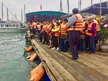 Du khách Trung Quốc kẹt cứng cửa khẩu Móng Cái và vịnh Hạ Long ảnh 5