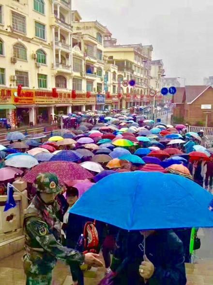 Du khách Trung Quốc kẹt cứng cửa khẩu Móng Cái và vịnh Hạ Long ảnh 3