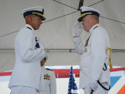 Tàu tuần duyên Mỹ làm lễ giải ngũ, sắp bàn giao cho Việt Nam - ảnh 1