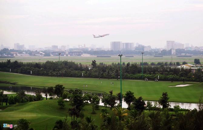Can canh san golf sat duong bang Tan Son Nhat hinh anh 9