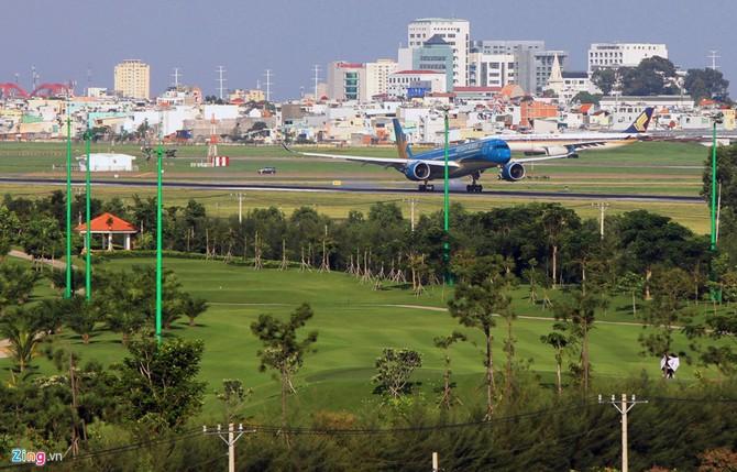 Can canh san golf sat duong bang Tan Son Nhat hinh anh 10