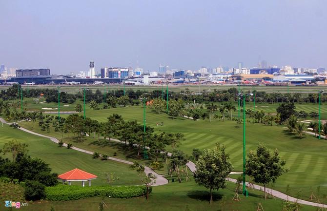 Can canh san golf sat duong bang Tan Son Nhat hinh anh 8