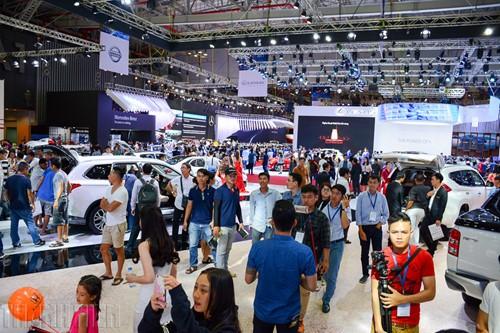 Thị trường ô tô lao dốc trong 'bão' giảm giá - ảnh 2