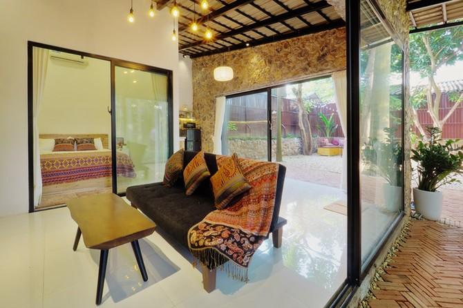 Nhà có cây mọc xuyên mái giữa khu vườn Hà Nội 300 m2