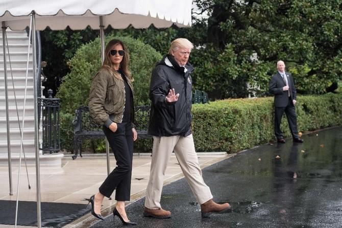 Đệ nhất phu nhân Mỹ bị chế nhạo khi mặc giày cao gót đi thăm vùng bão - ảnh 2