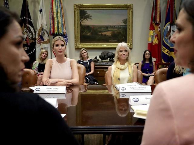 Thích xem truyền hình thực tế và không dùng điện thoại vào thứ Bảy, đó là cuộc sống thường ngày của Ivanka Trump - Ảnh 12.