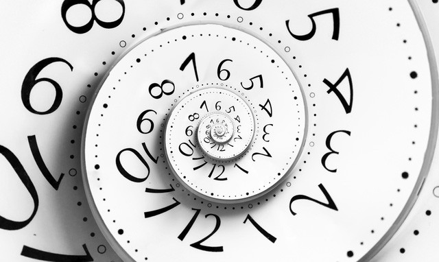 Thời gian sẽ cứ trôi và nó chẳng bao giờ chờ bạn nên hãy nắm bắt nó bất cứ khi nào có thể.