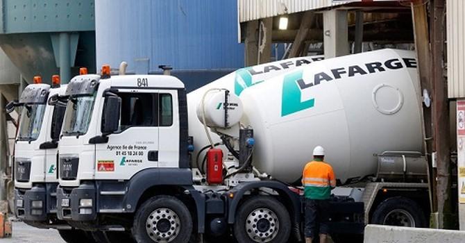 Pháp phát hiện hàng loạt xe tải cài bom tại Paris