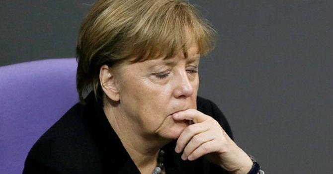 """Muốn giữ đồng minh, bà Merkel chấp nhận """"lùi"""" trong chính sách nhập cư"""
