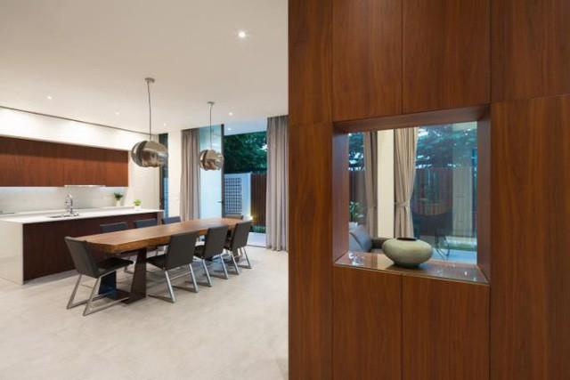 Trong ngôi nhà này nội thất gỗ được chủ nhà ưu tiên lựa chọn mang đến một không gian ấm cúng và vô cùng hiện đại.