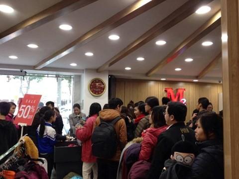 24093849_1303298379775701_46461078_o Chen bẹp ruột ở cửa hàng bình dân, Trung tâm thương mại sang chảnh vắng khách đến kinh ngạc!