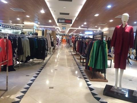 black_friday_11 Chen bẹp ruột ở cửa hàng bình dân, Trung tâm thương mại sang chảnh vắng khách đến kinh ngạc!