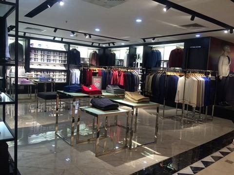 black_friday_12 Chen bẹp ruột ở cửa hàng bình dân, Trung tâm thương mại sang chảnh vắng khách đến kinh ngạc!