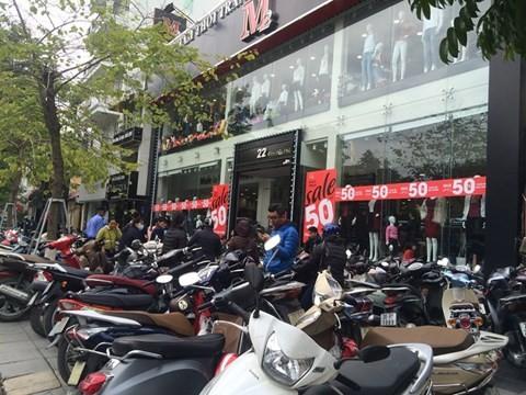 black_friday_13 Chen bẹp ruột ở cửa hàng bình dân, Trung tâm thương mại sang chảnh vắng khách đến kinh ngạc!