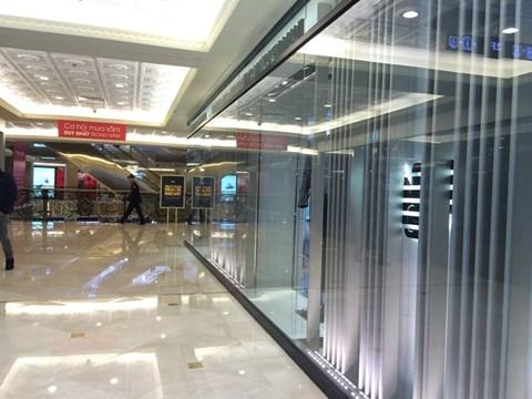 black_friday_1 Chen bẹp ruột ở cửa hàng bình dân, Trung tâm thương mại sang chảnh vắng khách đến kinh ngạc!