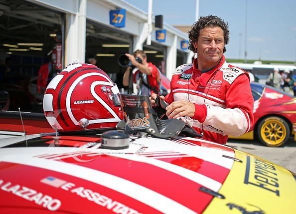 Anthony Lazzaro, cựu tay đua đường trường NASCAR, chia sẻ rằng anh có thể kiếm được từ 500 đến 1.000 USD mỗi ngày chỉ nhờ vào công việc làm hướng dẫn viên điều khiển siêu xe Ferrari