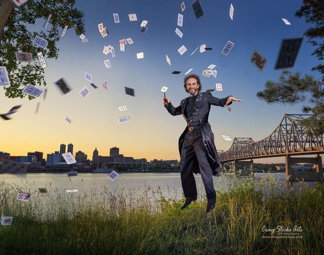 Ảo thuật gia Mitch Williams chia sẻ, anh có thể kiếm được từ 400 đến 3.000 USD cho mỗi show diễn