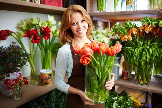 Một chuyên gia có từ 10 đến 19 năm kinh nghiệm về hoa có thể kiếm cho mình gần 45.000 USD mỗi năm.