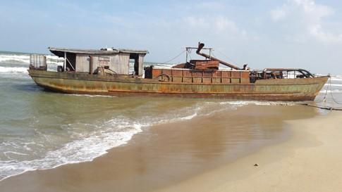 'Tàu ma' trôi dạt ở Quảng Nam, có 'mẩu giấy nhỏ ghi chữ Trung Quốc' - ảnh 2