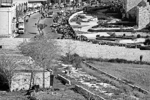 100-nam-lua-mau-cua-thanh-pho-thieng-jerusalem-2