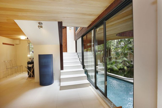 Ngôi nhà có dòng 'sông lười' uốn lượn qua các phòng