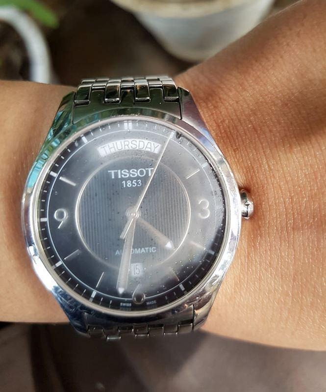 'Vỡ mộng' khi mua đồng hồ chính hãng - ảnh 1