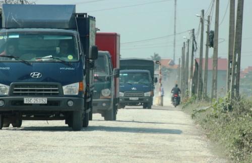 Người dân tự dựng barie thu phí ô tô trên đường liên xã ở Hải Phòng