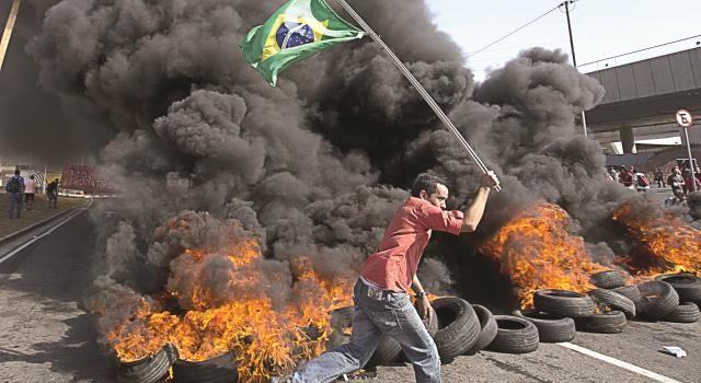 Trước thềm World Cup Brazil 2014: Dưới bóng đen khủng hoảng