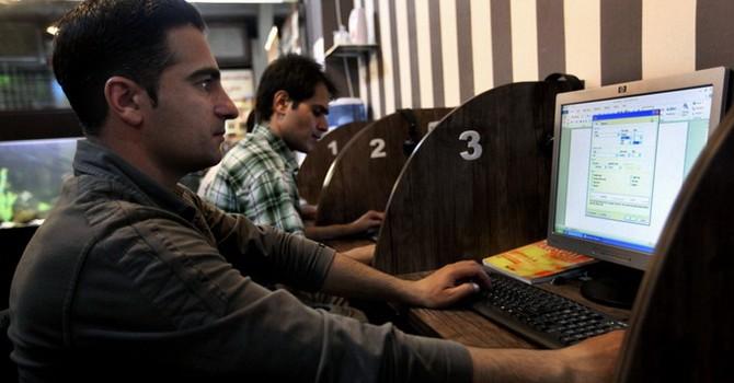 Tòa án Iran triệu tập ông chủ Facebook