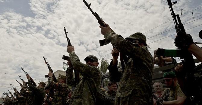 Ukraine: Tỉnh Donetsk tuyên bố thiết quân luật