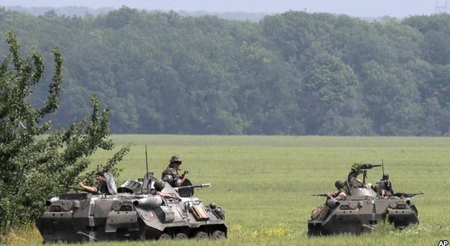 Quân đội Ukraine dồn về miền Đông, phe ly khai thân Nga tiếp tục tấn công