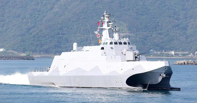 """Đài Loan hạ thủy """"siêu"""" chiến hạm tàng hình tự chế đầu tiên"""