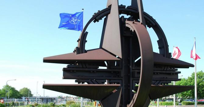 """""""Chừng nào còn NATO, châu Âu sẽ vẫn là chư hầu của Mỹ"""""""