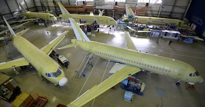 """Nga """"chào hàng"""" máy bay Superjet-100 với Vietnam Airlines và Vietjet Air"""