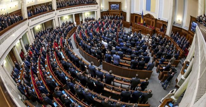 """Ukraine: Thông qua văn kiện về """"cuộc xâm lăng quân sự của Nga"""""""
