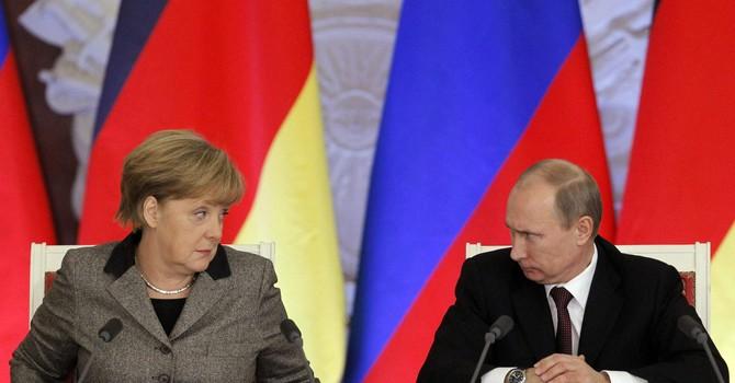 Thủ tướng Đức đến Moscow gặp ông Putin nhưng không dự lễ duyệt binh